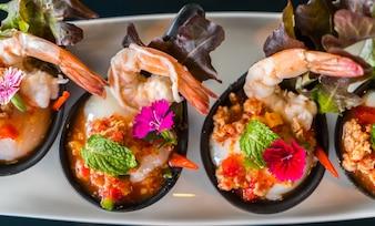 Camarão em um prato de arroz