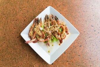 Camarão picante grelhado com alho