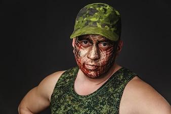 Camuflagem estilo militar no rosto do soldado