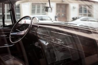 Interior do carro pela janela