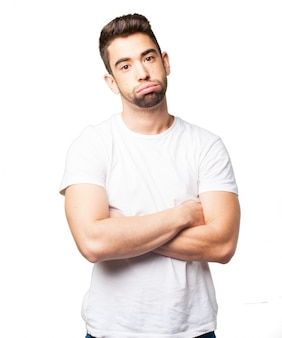 Cara entediado com camiseta branca