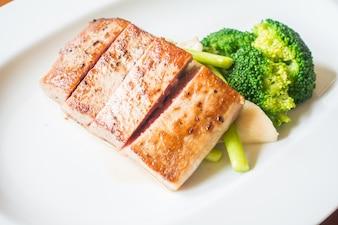 Carne e bróculos