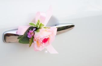 Carro do casamento com belas decorações