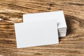 Cartão de visita em madeira