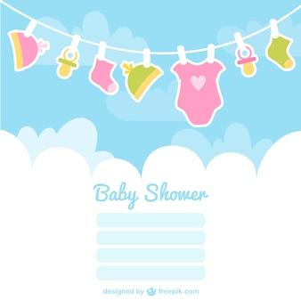 Cartão do chuveiro de bebê com roupas de bebê