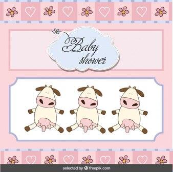Cartão do chuveiro de bebê com vacas adoráveis