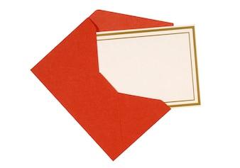 Cartão do convite ou mensagem com envelope vermelho