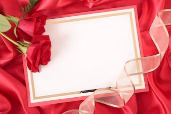 Cartão do Valentim com fita e rosas