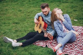 Casal com guitarra