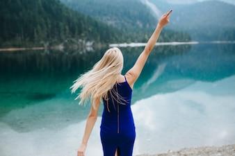 Casal em Lake Di Garda feliz