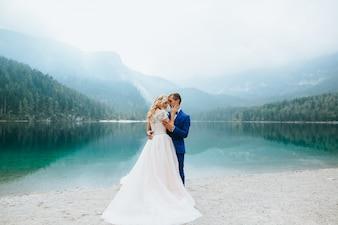 Casamento, par, lago, di, Garda, Feliz