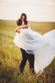 Casamento vista alfaiate abraçar bonito