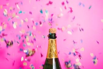 Celebração de champanhe com confete