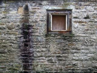 celeiro velho muro de pedra