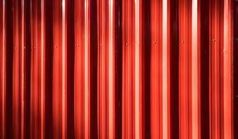 Cerca de ferro ondulado vermelho