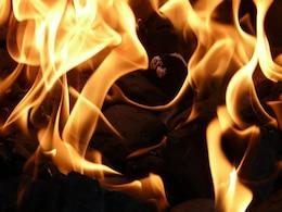 chama churrasqueira de carvão fogo combustão de carvão quente