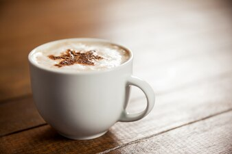 Chávena de café com arte estrela latte