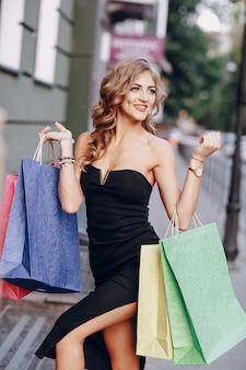 Cliente da loja fundo cor shopping