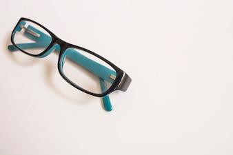 Close-up de óculos elegantes