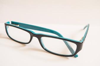 Close-up de óculos simples