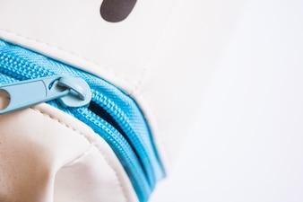 Close-up de zip em caneta