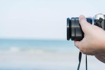 Close-up - tirar uma foto usando uma câmera