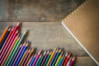 Colorido, lápis, nota, livro, madeira
