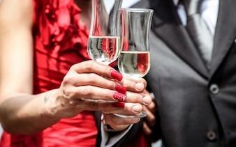 Comemorando com champanhe