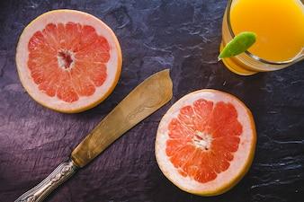 Composição de pomelo e suco de laranja