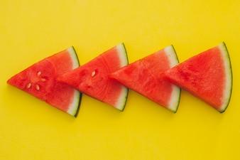 Composição de triângulos de melancia