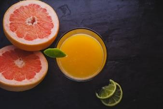 Composição elegante de frutas cítricas