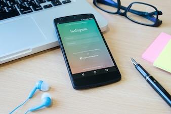 Comunicação na web compartilha o aplicativo do telefone on-line