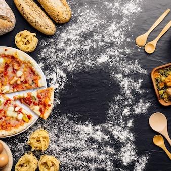 Conceito de comida italiana com pizza, farinha e espaço