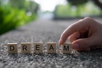 Conceito de sonho - sonho de madeira alfabeto