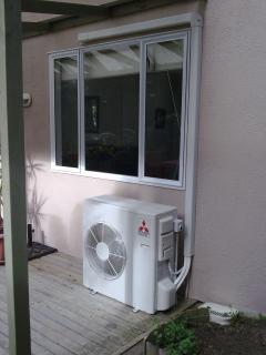 condicionador de ar sob a janela, o condicionamento