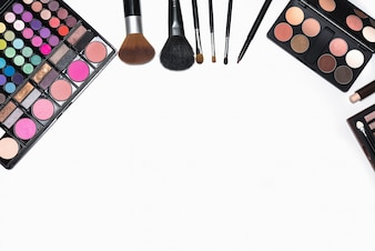 Conjunto de maquiagem cosméticos com espaço da cópia para o texto