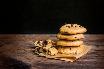 Cookie de chocolate no fundo branco