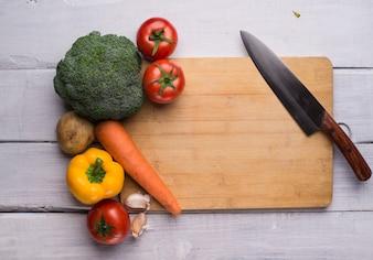 Corte javali com uma faca