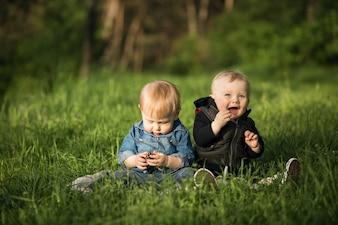Crianças alegres amizade felicidade infantil