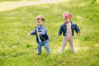 Crianças em um parque