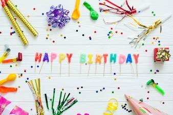 Cumprimento do aniversário na decoração festiva