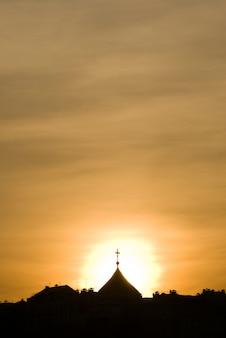 Cúpula da igreja no por do sol