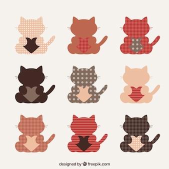 Gatos bonitos com pacote de corações