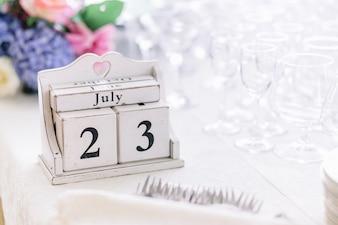 Data 'Jule 23' feita de cubos de madeira