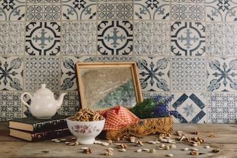 Decoração vintage com nozes e moldura