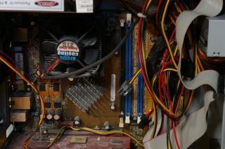 dentro de um computador, refrigerador
