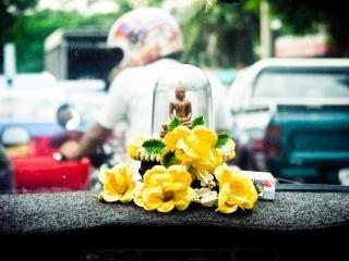 Dentro de um táxi na Tailândia