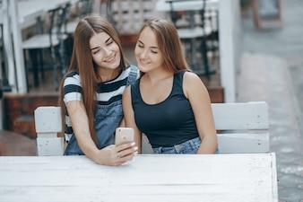 Dia grupo urbano duas mulheres