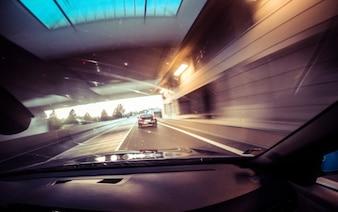 Dirigindo através do túnel