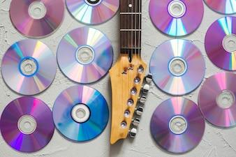Discos e pescoço de guitarra